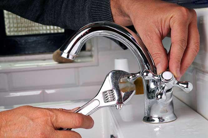 установка смесителя в ванную и на кухню